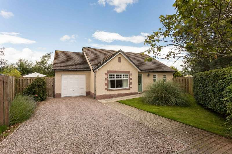 3 Bedrooms Bungalow for sale in Finella View, Laurencekirk, Aberdeenshire, AB30 1FN