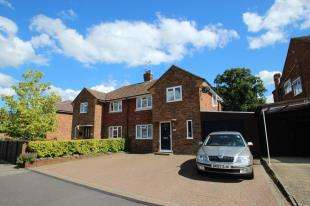3 Bedrooms Semi Detached House for sale in Woodside Crescent, Smallfield, Horley, Surrey