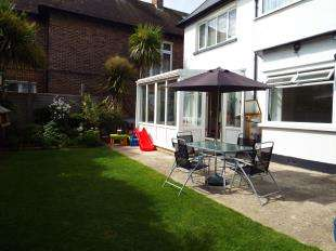 2 Bedrooms Flat for sale in Devonshire Road, Bognor Regis, West Sussex