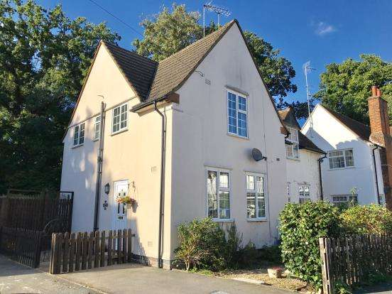 3 Bedrooms Semi Detached House for sale in West Byfleet, Surrey