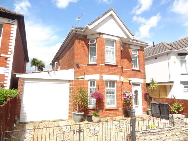 5 Bedrooms Detached House for sale in Stour Road, Bournemouth, BH8 8SY