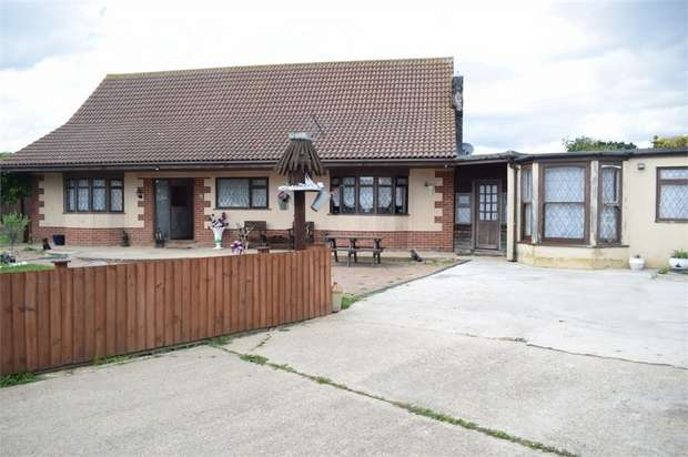 4 Bedrooms Detached Bungalow for sale in Coppins Road, Clacton-on-Sea, Essex