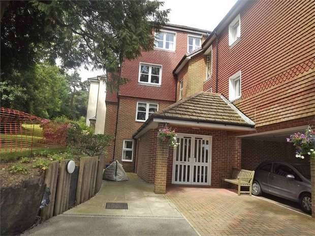 1 Bedroom Flat for sale in High Street, Heathfield, East Sussex