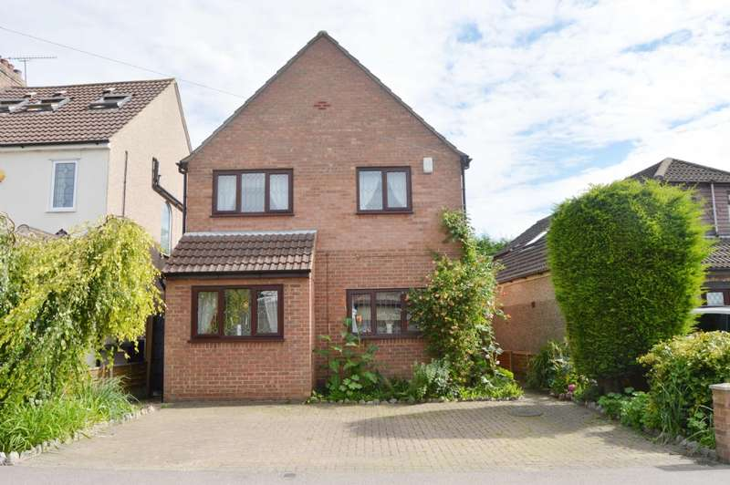 4 Bedrooms Detached House for sale in Church Road, Harold Wood