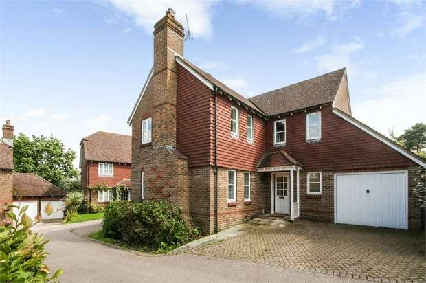 4 Bedrooms Detached House for sale in Rosemary Gardens, Burwash, Etchingham, East Sussex
