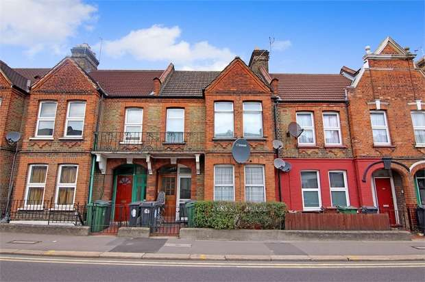 2 Bedrooms Flat for sale in Forest Road, Walthamstow, London