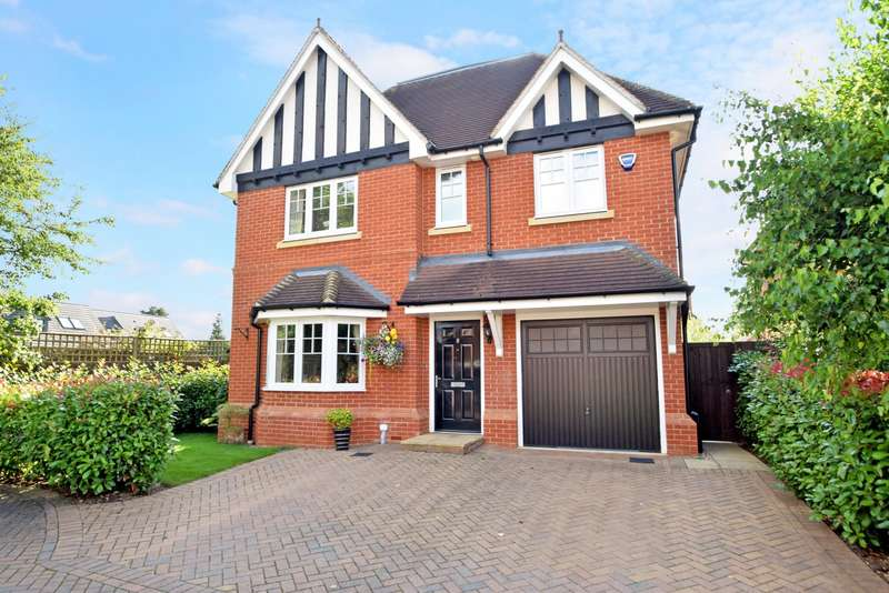 5 Bedrooms Detached House for sale in Lambourne Close, Burnham, SL1