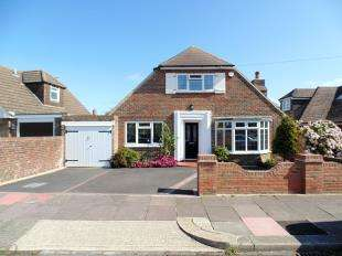 3 Bedrooms Bungalow for sale in Smugglers Walk, Worthing, West Sussex