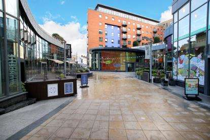 2 Bedrooms Flat for sale in West One Plaza 2, 11 Cavendish Street, Sheffield, South Yorkshire