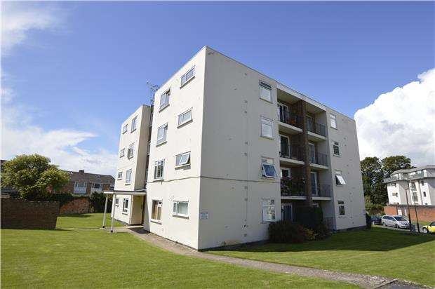 2 Bedrooms Flat for sale in Belworth Court, CHELTENHAM, Gloucestershire, GL51 6HQ
