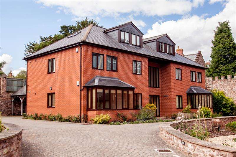 2 Bedrooms Ground Flat for sale in Merrivale Farm, Ross-On-Wye