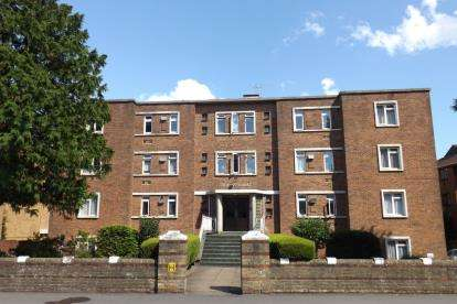 2 Bedrooms Flat for sale in Hill Lane, Southampton, Hampshire