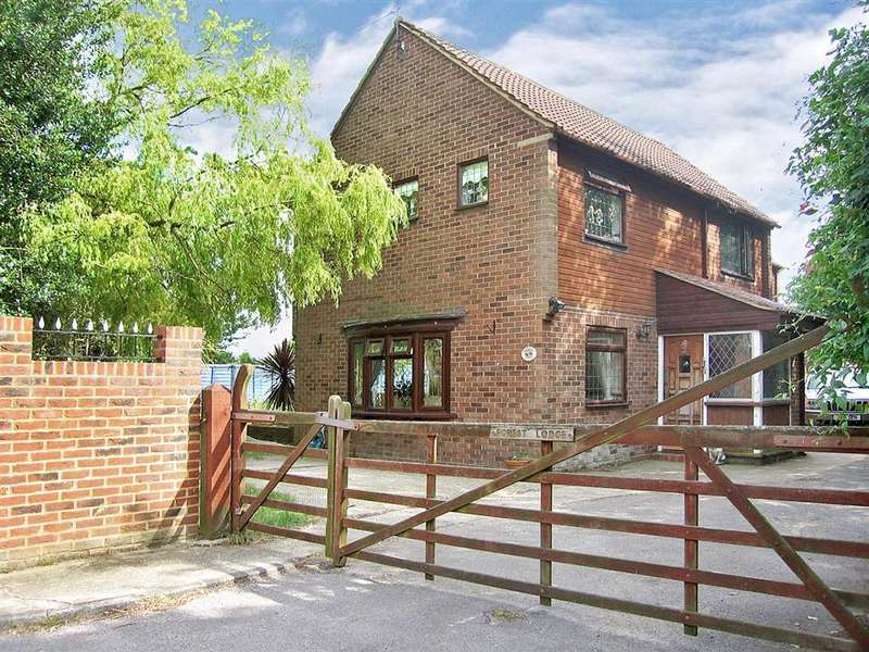 4 Bedrooms Detached House for sale in Meadow Crescent, Upper Halling, Rochester, Kent