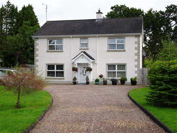 5 Bedrooms Detached House for sale in 11 Loughside Road