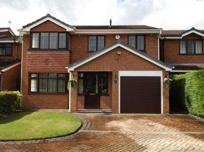 5 Bedrooms Detached House for sale in Rowan Drive, Essington, Wolverhampton, Staffordshire