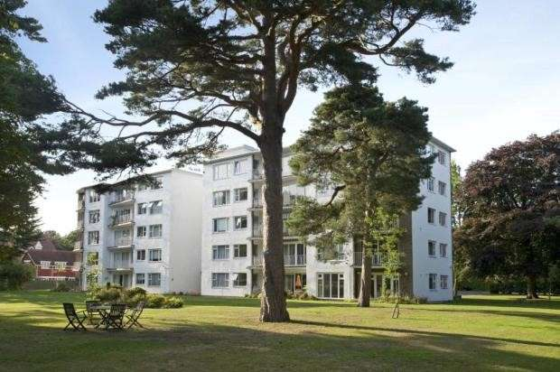 2 Bedrooms Flat for sale in Western Road, Branksome Park, Poole