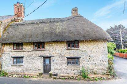 2 Bedrooms Terraced House for sale in Old Town, Brackley, Northamptonshire