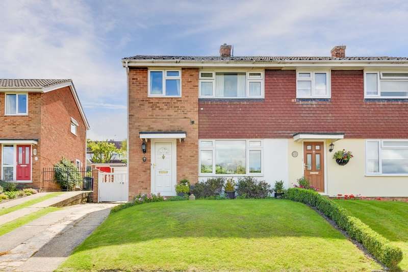 3 Bedrooms Semi Detached House for sale in Coltsfoot Drive, Royston, SG8