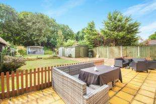 3 Bedrooms Bungalow for sale in Wigmore Lane, Eythorne, Dover, Kent