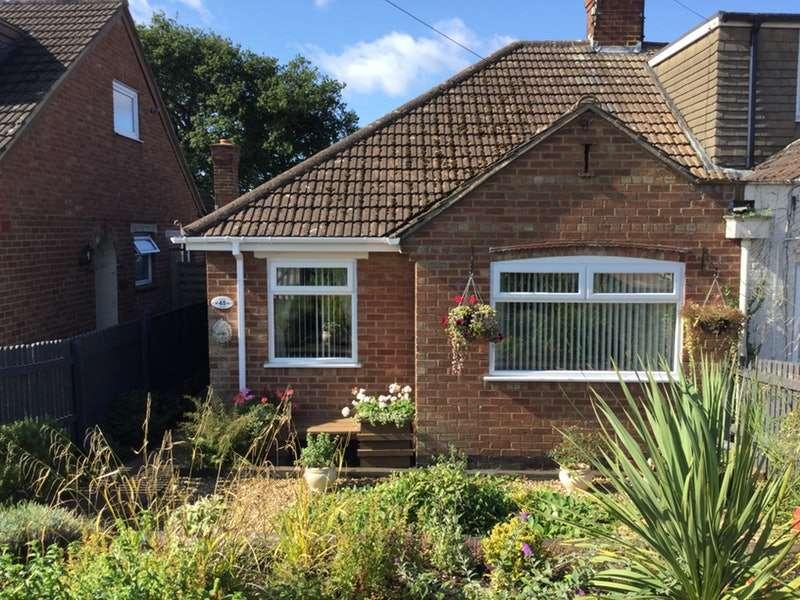 2 Bedrooms Bungalow for sale in Julian Way, Kingsthorpe, Northamptonshire, NN2