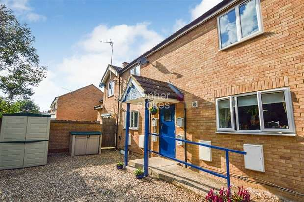 1 Bedroom Flat for sale in Beeston Drive, Cheshunt, Hertfordshire