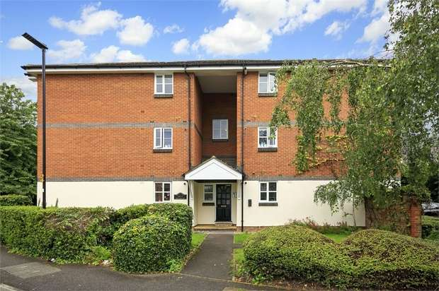 2 Bedrooms Flat for sale in Woodall House, Shire Horse Way, Isleworth, Middlesex