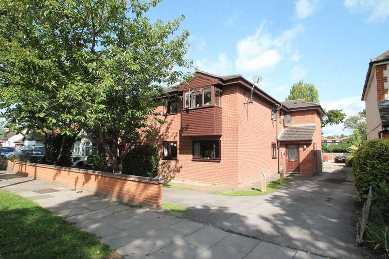 1 Bedroom Flat for sale in Manchester Drive, Leigh On Sea