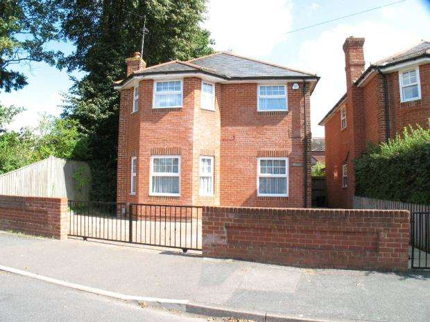4 Bedrooms Detached House for sale in Belmont Road, Camberley, Surrey