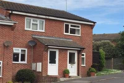 2 Bedrooms Terraced House for rent in Queens Walk, Lyme Regis, DT7