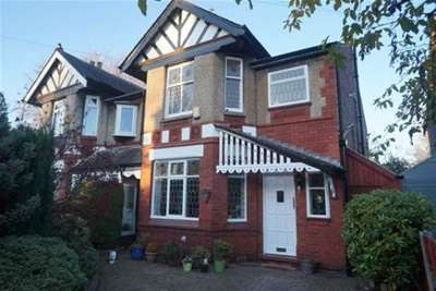 3 Bedrooms Semi Detached House for rent in Willow Way, Didsbury, M20 6JT