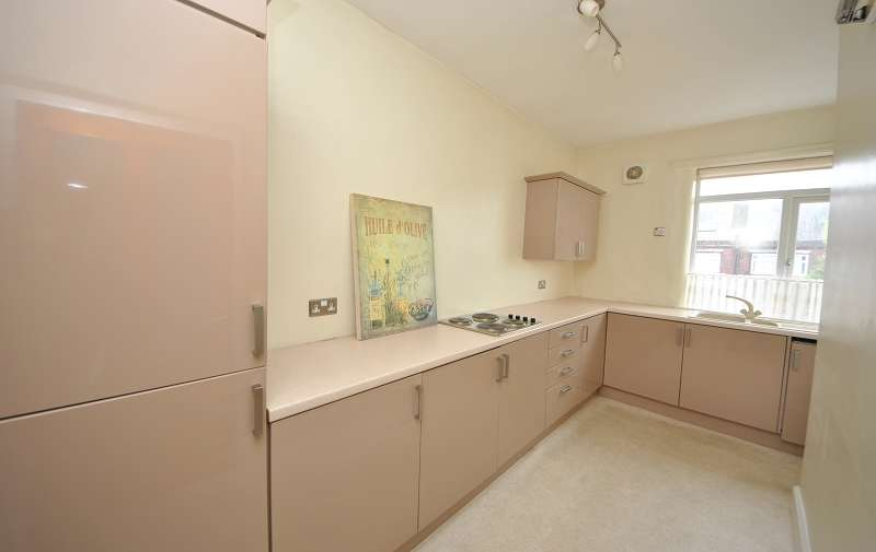 2 Bedrooms Flat for sale in Sandon Road, Southport, Merseyside. PR8 4QD