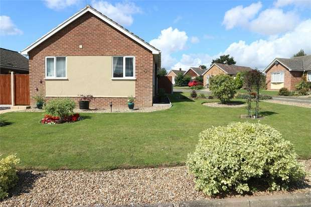 2 Bedrooms Detached Bungalow for sale in Manor Park Gardens, Long Stratton, Norwich, Norfolk