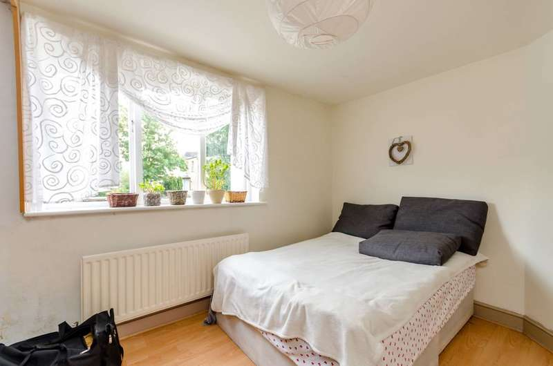 2 Bedrooms Flat for sale in Woodville Road, Thornton Heath, CR7