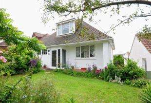 4 Bedrooms Bungalow for sale in Chichester Drive East, Saltdean, Brighton, East Sussex