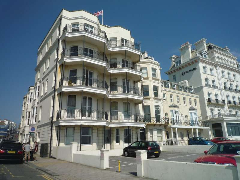 1 Bedroom Ground Flat for rent in Kings Road, Brighton