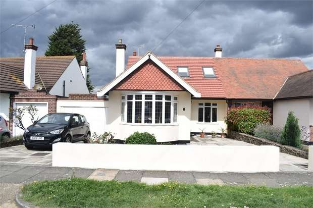 4 Bedrooms Semi Detached Bungalow for sale in Taunton Drive, Westcliff-on-Sea, Essex