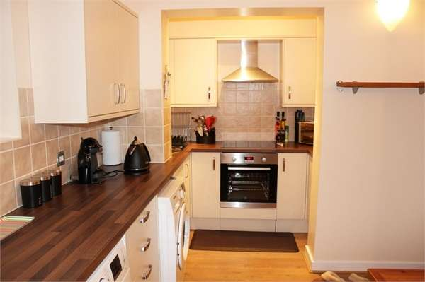 2 Bedrooms Flat for sale in 20 Halifax Road, Dewsbury, West Yorkshire