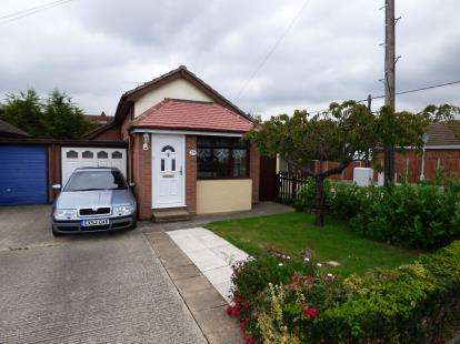 1 Bedroom Bungalow for sale in Canvey Island, Essex, Uk