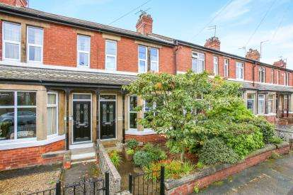 2 Bedrooms Terraced House for sale in The Avenue, Harrogate, North Yorkshire