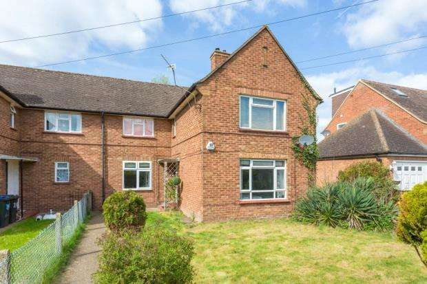 3 Bedrooms Maisonette Flat for sale in Barnfield, Iver