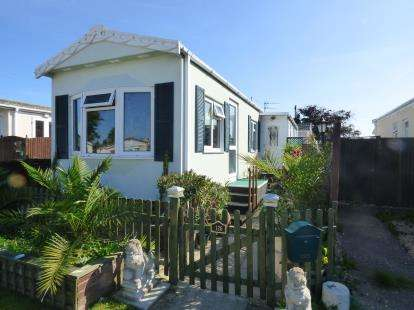 2 Bedrooms Mobile Home for sale in Hayling Island, Hampshire