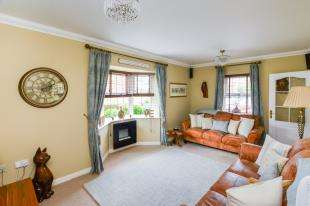3 Bedrooms Semi Detached House for sale in Richborough Way, Kingsnorth, Ashford, Kent