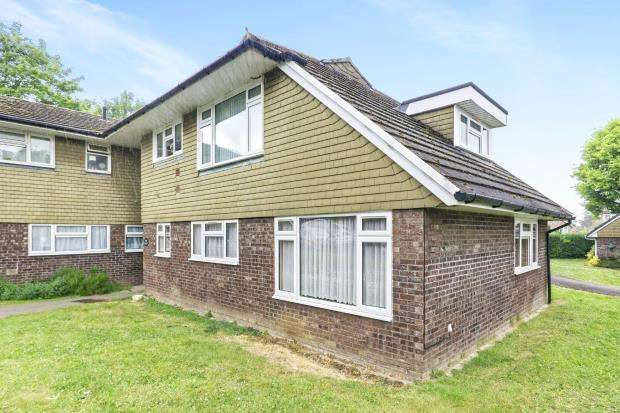2 Bedrooms Flat for sale in Bookham, Leatherhead, Surrey