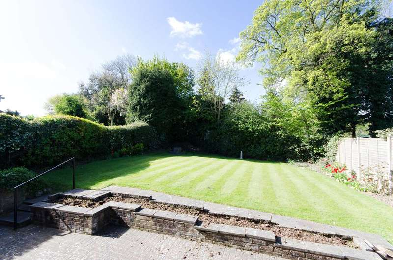 4 Bedrooms Bungalow for rent in Curzon Place, Pinner, HA5