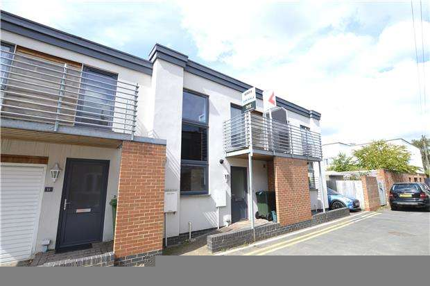 3 Bedrooms Terraced House for sale in Wellington Lane, CHELTENHAM, Gloucestershire, GL50 4JF
