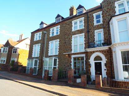 3 Bedrooms Flat for sale in Hunstanton, Norfolk