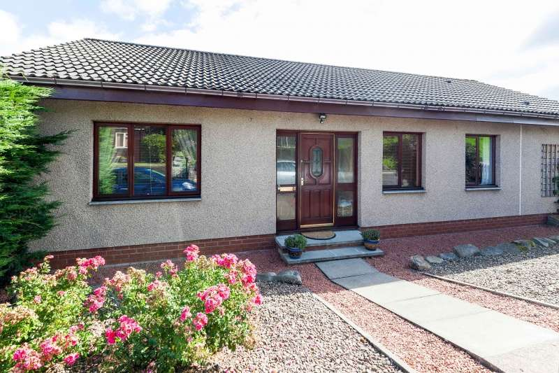 4 Bedrooms Detached House for sale in 6 Woodside Drive, Galashiels, TD1 1RA