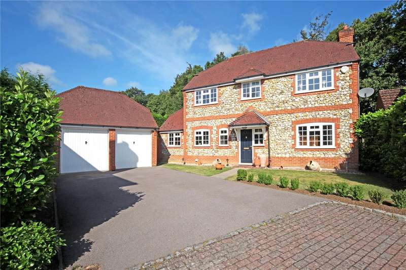 4 Bedrooms Detached House for sale in Heywood Drive, Bagshot, Surrey, GU19