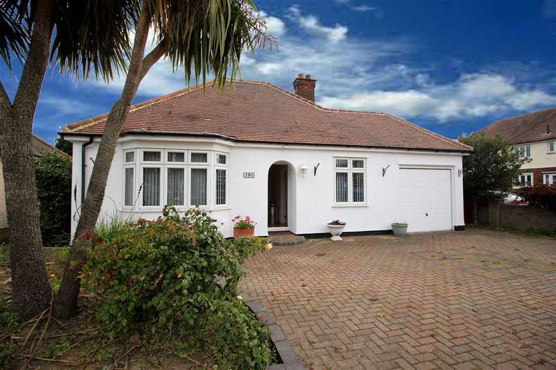 2 Bedrooms Bungalow for sale in Blackshots Lane