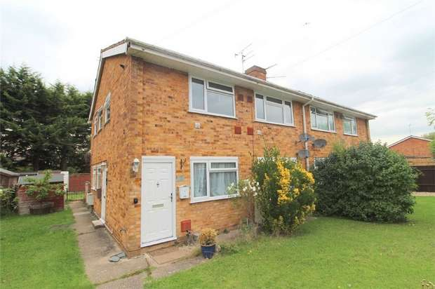 2 Bedrooms Maisonette Flat for sale in Whatmore Close, Stanwell Moor, Middlesex